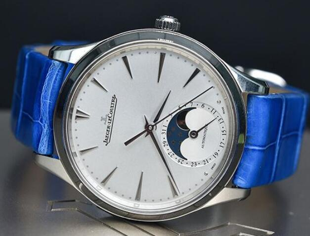 The Jaeger-LeCoultre Master looks just like the small version of Master for men.