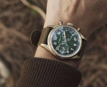 With the green dial and bronze case, the Montblanc looks vintage and gentle.