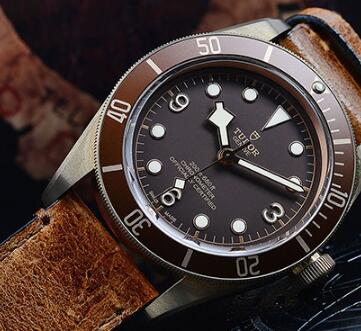 The brown dial, brown bezel and brown leather strap sport a distinctive look of retro style.