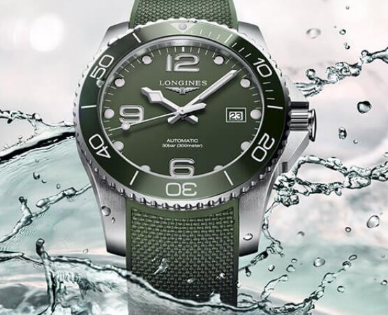 The new military green endows the timepiece a retro style.