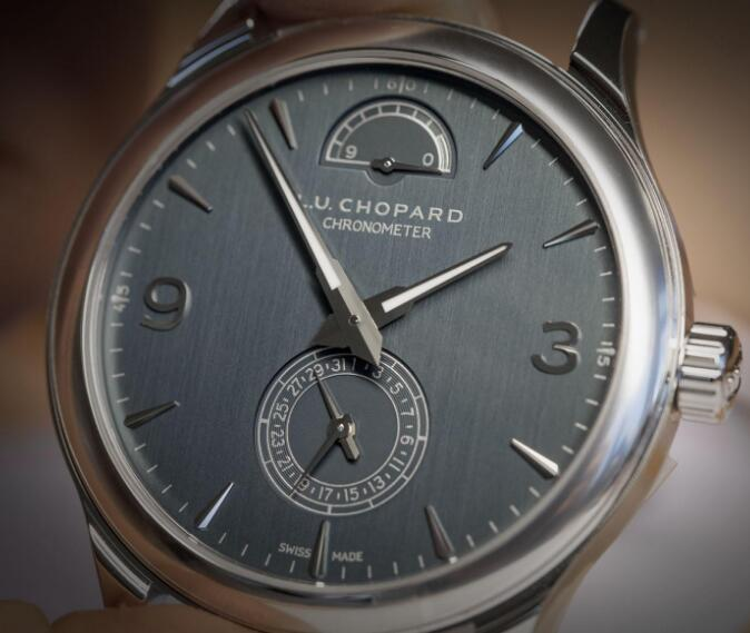 Unlike other brands, Chopard has adopted the gray-green to manufacture its dials.