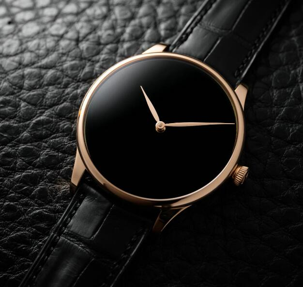The timepiece presents the minimalism.