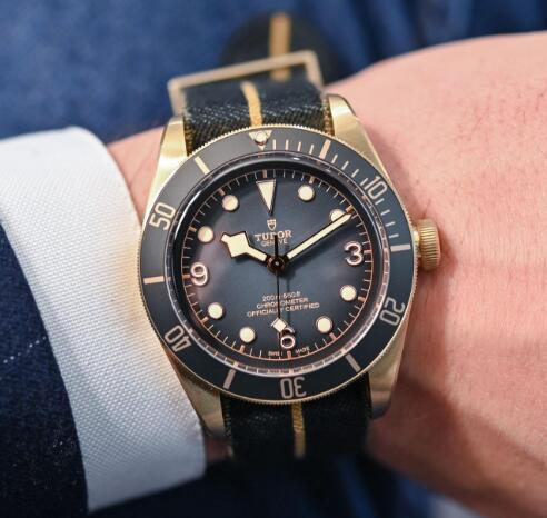 The matching of the gray dial and bronze case made this Tudor very vintage and charming.