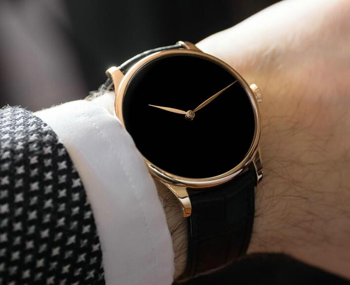The timepiece will make the men very charming and eye-catching.