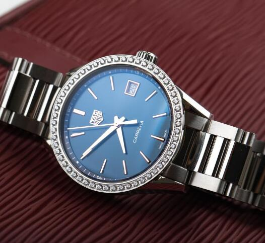 The timepiece is suitable for women who are in workplace.