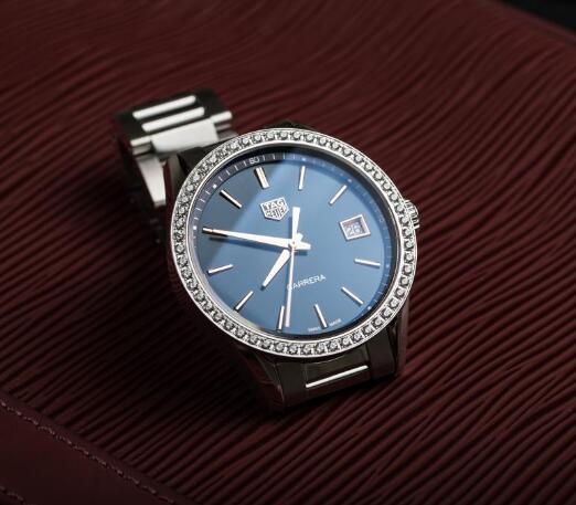 74ef8818336 The diamonds paved on the bezel add the feminine touch to the model. Steel  Bracelet Copy TAG Heuer Carrera