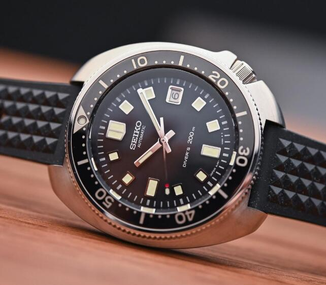 The unique shape of the case is the iconic feature of Seiko diving watch.