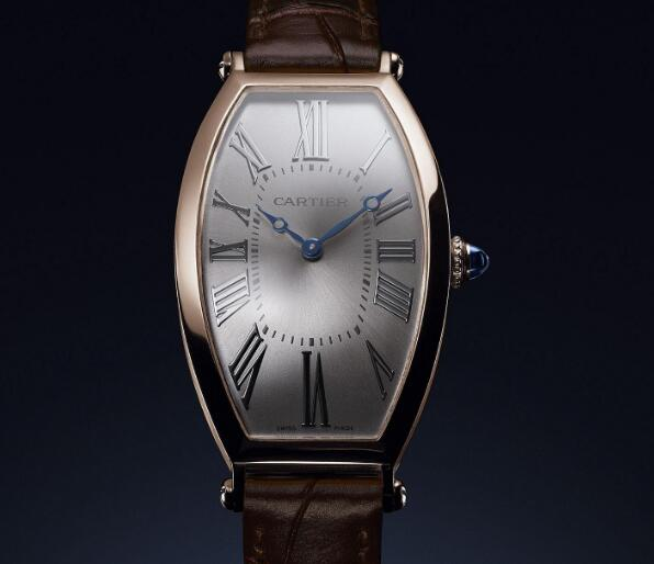 The timepiece presents the brand's high level of craftsmanship and decorative art.